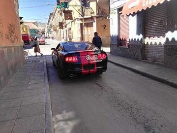 Autos circulan sin placas en la Villa Imperial