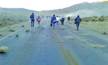 Potosí inicia la semana con un bloqueo vial y marchas de sectores