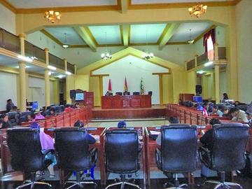 La oposición rechaza la rendición pública de cuentas de la Asamblea