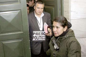 La fianza de León es Bs 80 mil y tiene detención domiciliaria