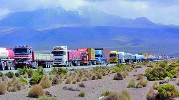 Transporte pesado confirma el bloqueo de los caminos