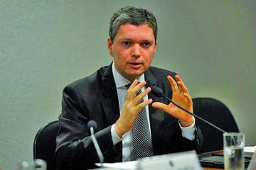 Renuncia en Brasil el ministro anticorrupción por el caso Petrobras