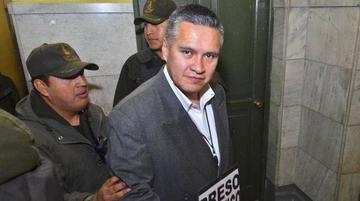 León pierde su título de abogado y tiene 4 querellas en su contra