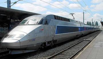 La huelga ferroviaria eleva la tensión en Francia contra la reforma laboral
