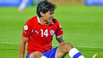 Chile pierde a Fernández, su único volante creativo