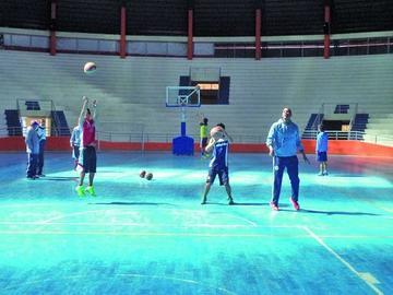 Calero se prepara para visitar el sábado a La Salle de Cochabamba