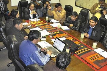 Gobierno y transportistas acuerdan levantar los bloqueos para proseguir con las negociaciones