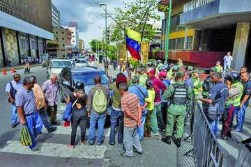 Oposición venezolana convoca a ratificar firmas en las calles