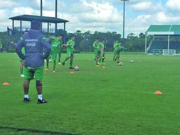Baldivieso tiene el onceno para debutar con Panamá