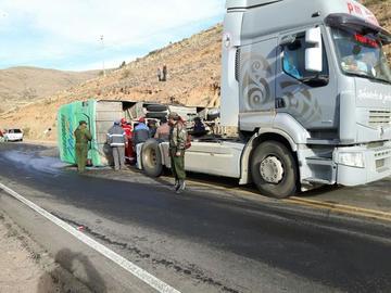 Bus provincial vuelca y provoca al menos 16 personas heridas