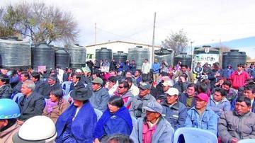 Las comunidades reciben tanques de almacenamiento