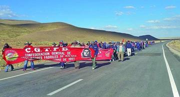 Enatex: marchan a La Paz contra el decreto 2765