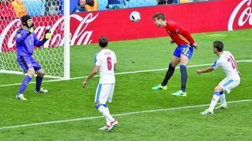 Piqué le da la victoria a España