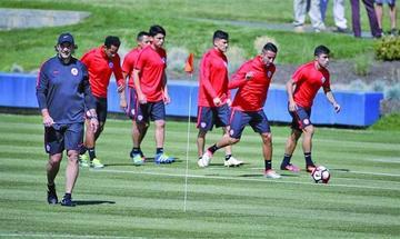 Chile busca sellar su pase a cuartos
