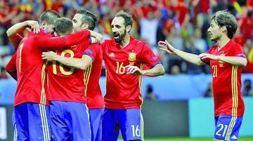 España golea y pasa a los octavos de final de la Eurocopa