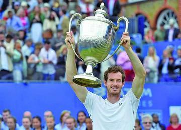 Murray se corona campeón en Queen's