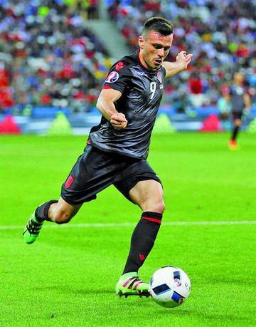 Albania logra su primera victoria y sigue en pie