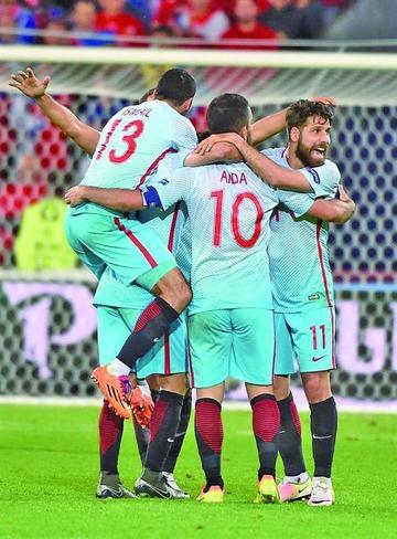 La victoria de Turquía lleva a octavos a Irlanda
