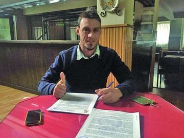Real refuerza su defensa con el uruguayo Víctor Galain
