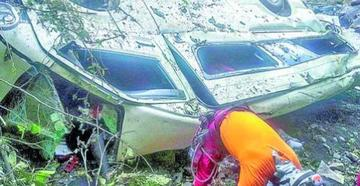 Caída de un bus en los Yungas deja 18 heridos