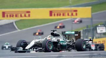 Hamilton gana en la última vuelta