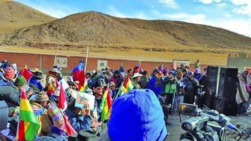 Bolivianos reivindican aguas del Silala antes de visita de chilenos