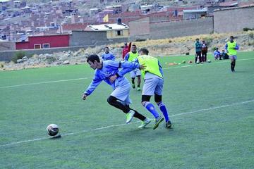 Ángel Félix fortalece el trato del balón de sus dirigidos