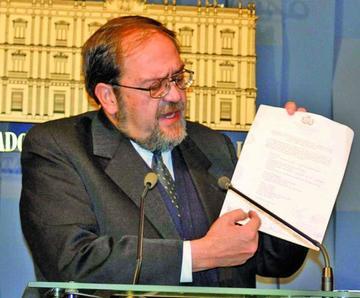 Gobierno anuncia decretos para garantizar acuerdos con la COB