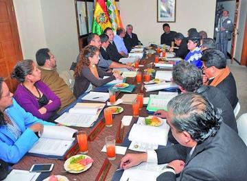 El Gobierno aprueba los decretos acordados con la COB y espera diálogo