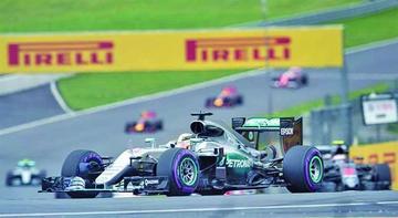 Hamilton domina los entrenamientos del Gran Premio de Gran Bretaña