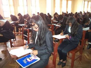 Cerca de 600 alumnos rinden su examen para el ingreso a la UATF