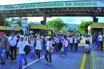 Colombia abre frontera para paso de miles de venezolanos