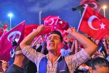 Turquía aplica ola de arrestos de militares tras el golpe fallido