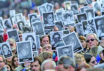 Denuncian impunidad en el 22 aniversario de ataque contra la AMIA
