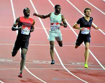 Usain Bolt gana en 200 metros en Londres