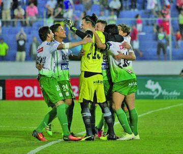 Oriente se instala en las semifinales tras los penales