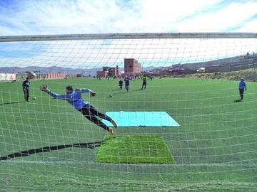 El técnico de Nacional Potosí afina sus líneas en la cancha de Don Diego
