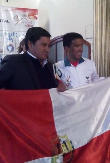 Soliz recibe bicicleta para debutar en Río