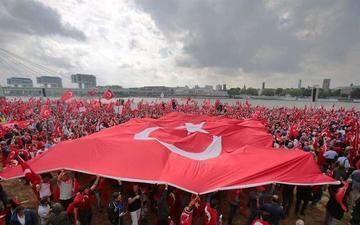 Turquía expulsa a los soldados y cierra las academias militares