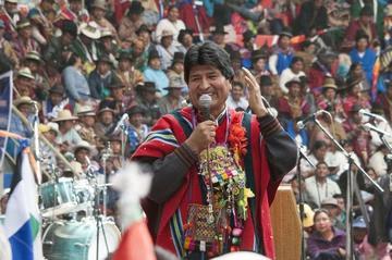 Morales aprueba 12 decretos para atender las necesidades del agro