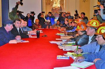 Gobierno y los cooperativistas mineros mantienen el diálogo