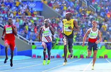 Usain Bolt se mete en las semifinales sin exigirse