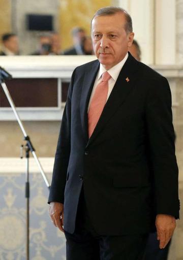 Conminan a miles de empleados  a devolver salarios en Turquía