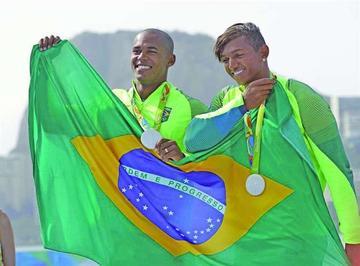 El brasileño Queiroz hace historia para su país