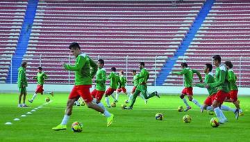 Hoyos convoca a 25 jugadores a la Verde