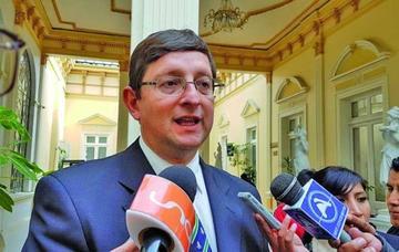 Senador Óscar Ortiz niega recibir recursos de ONG
