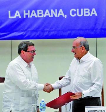 Tras 52 años de guerra las FARC y Gobierno firman pacto de paz