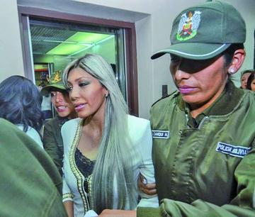 Fiscalía entrega pruebas contra Zapata y otros cinco acusados