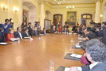 Oposición rechaza pretensión de exigir estatutos para pacto fiscal