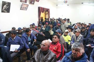 Fedecomin Potosí da su apoyo a Carlos Mamani de la Fencomin